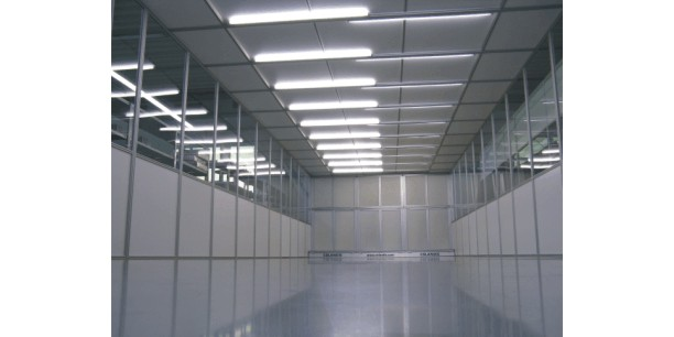 Rental-Cleanroom-with-black-surfaces